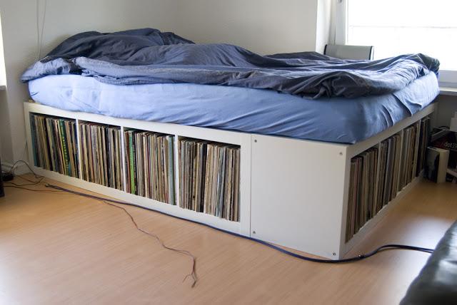 wohnen mit vinyl die 5 besten ikea hacks f r plattenfans. Black Bedroom Furniture Sets. Home Design Ideas
